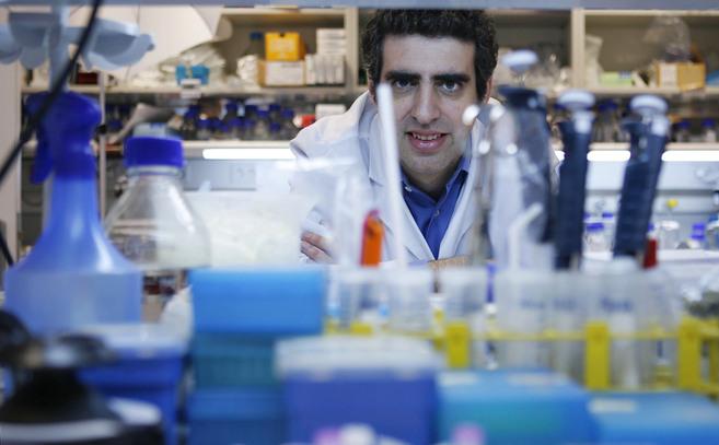 Manel Esteller, en su laboratorio