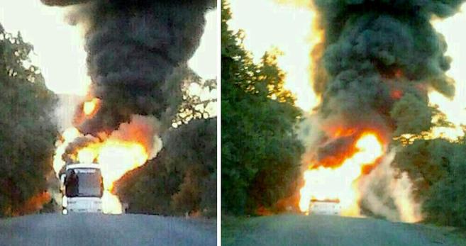 Fotografía del autobús escolar ardiendo facilitada por uno de los...