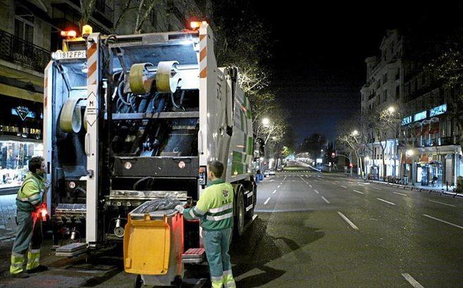 Trabajadores del servicio de recogida de basura, cuyo concurso quedó...