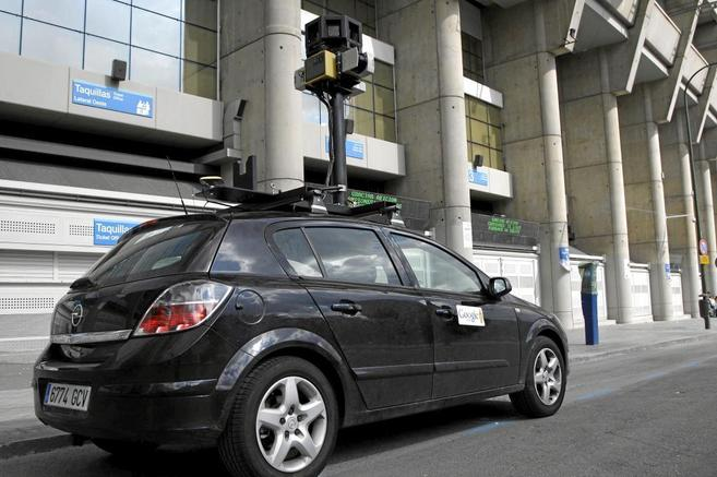 Imagen de un coche de Google Street View en Madrid.
