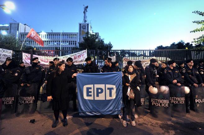 Manifestación de los trabajadores de la TV pública griega, en la...