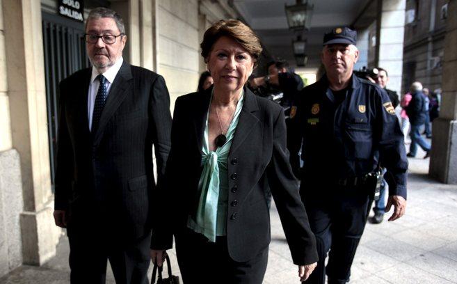 Magdalena Álvarez llega a los juzgados de Sevilla el pasado 7 de...