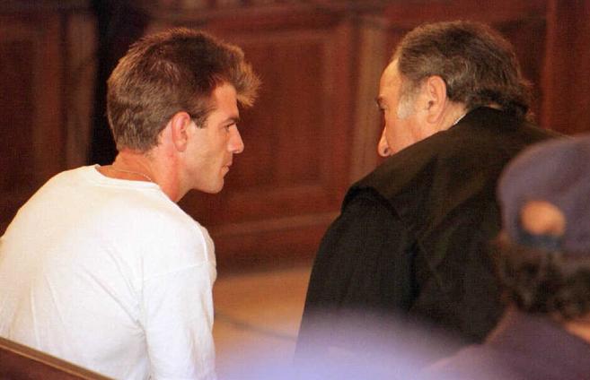 Miguel Ricart conversa con su abogado durante la última sesión del...