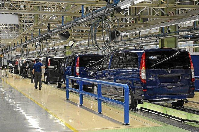 Cadena de montaje de la empresa Mercedes Benz en Vitoria.