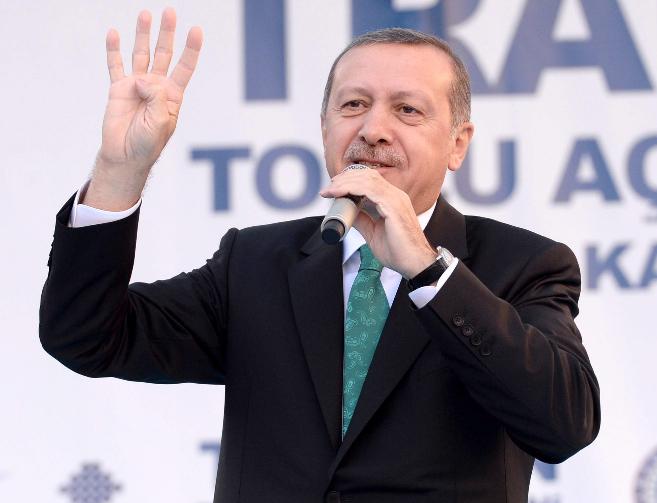 El primer ministro turco, Recep Tayyip Erdogan, durante un mitin en la...