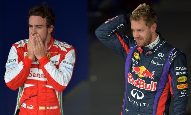 Fernando Alonso (izda) y Sebastian Vettel, tras concluir la...