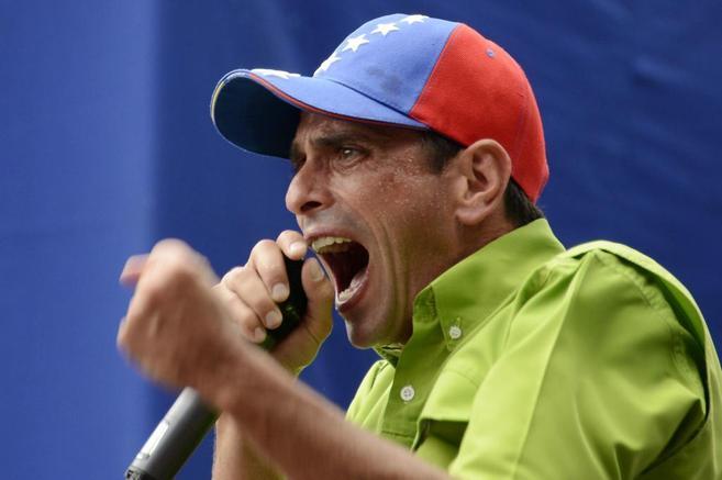 El líder de la oposición Henrique Capriles durante la...