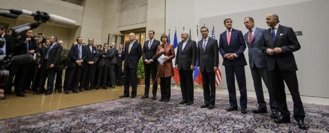 Foto de familia de los representantes protagonistas del acuerdo en...