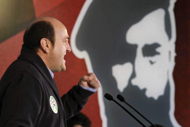 El presidente del PNv, Andoni Ortuzar, durante su intervención en...