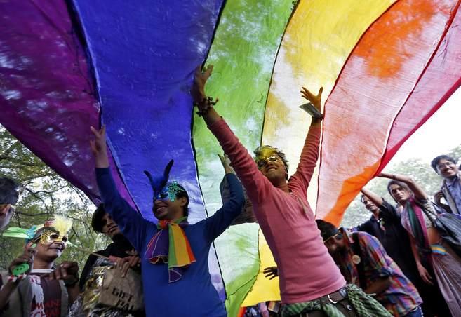 Cientos de participantes reclaman los derechos de la libertad sexual.