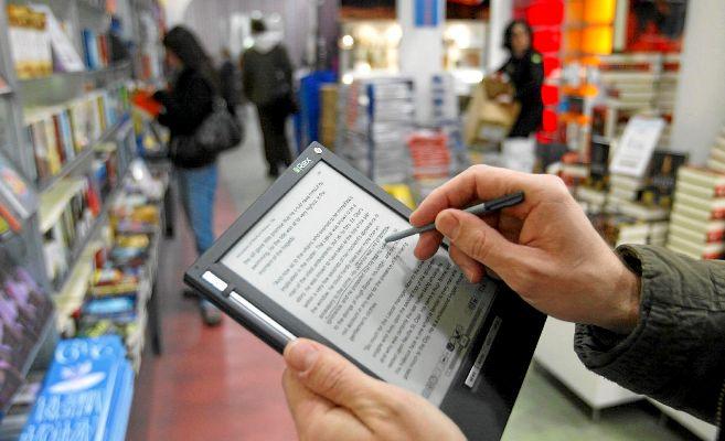 Un usuario subraya un fragmento de un 'e-book' sobre la...