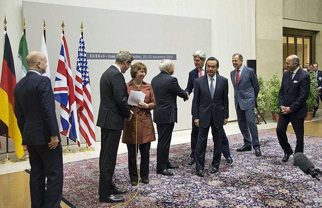 Los representantes protagonistas tras la firma del acuerdo nuclear...