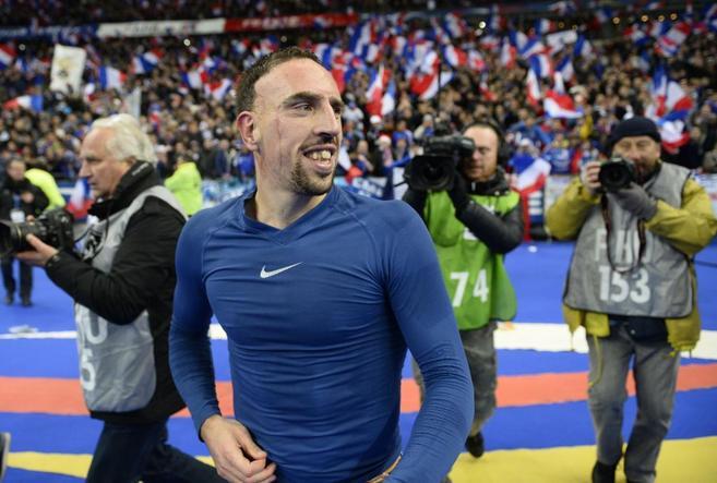 Ribery, exultante tras confirmar la clasificación de Francia para el...