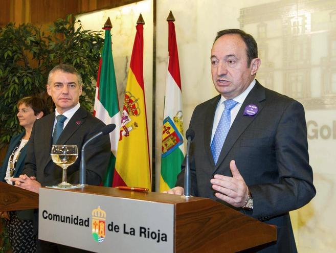 El presidente del Gobierno riojano Pedro Sanz y el lehendakari Iñigo...