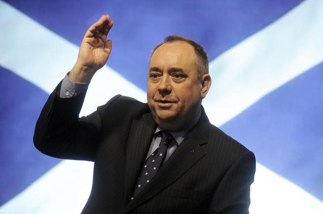 El ministro principal de Escocia, Alex Salmond, se dirige a sus...