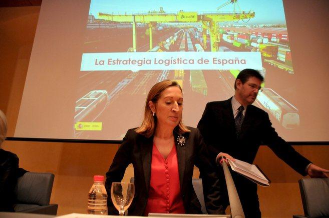 La ministra Ana pastor y el secretario de Estado de Infraestructuras,...