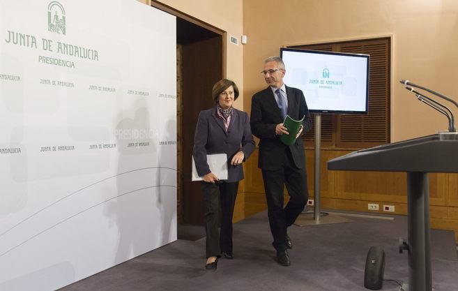 La consejera de Igualdad, María José Sánchez, y el portavoz del...