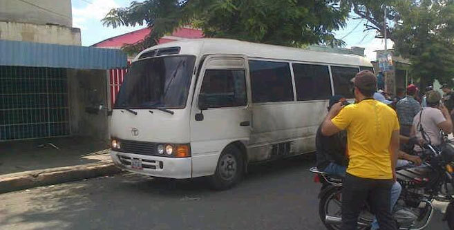 Aspecto del vehículo tras el ataque.