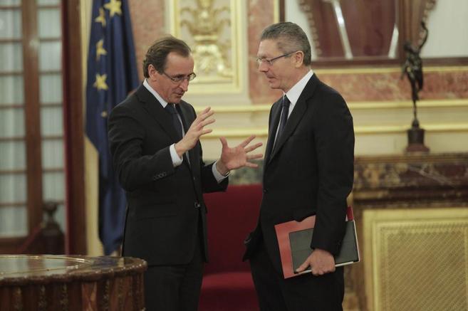 Alberto Ruiz-Gallardón y el portavoz del PP en el Congreso, Alfonso...