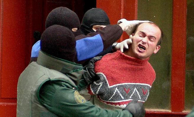 Eneko Yurramendi, en el momento de su detención en el casco viejo de...