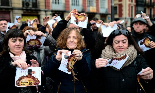 Protesta contra el libro durante el Día Internacional de la...