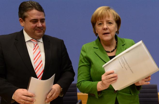 El presidente del Partido Socialdemócrata alemán, Sigmar Gabriel, y...