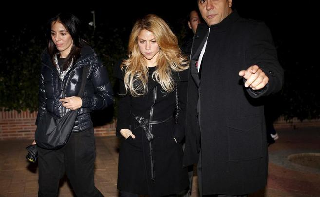 La cantante Shakira, a su llegada al funeral