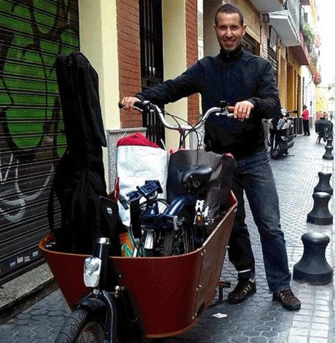 Manu, uno de los usuarios de bicis de carga.