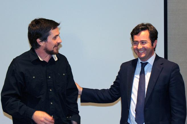 El actor Christian Bale junto al alcalde de El Ejido, Francisco...