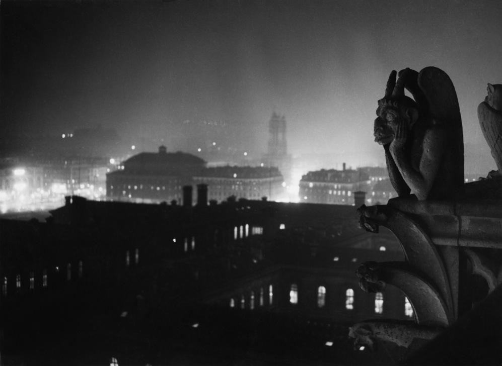 La mirada de Brassaï sobre la noche de París desde Notre Dame (...