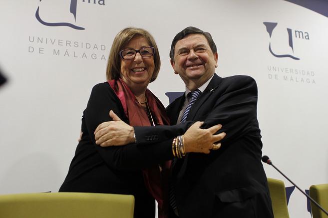 Adelaida de la Calle junto al nuevo presidente de la CRUE, Manuel...