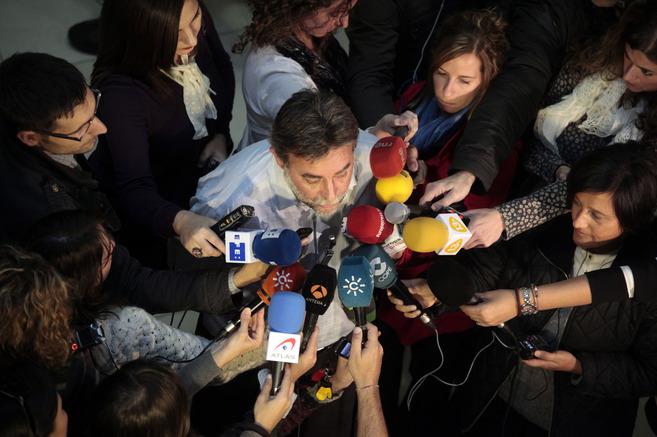Francisco Fernández Sevilla hace una declaración a los periodistas...