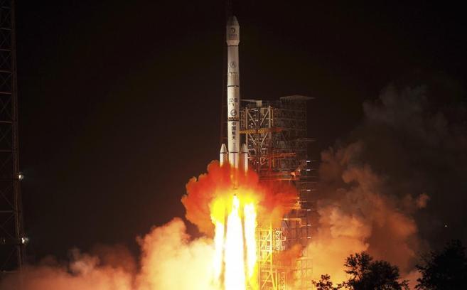 Despegue de la sonda Chang'e-3 en el centro de lanzamiento de...
