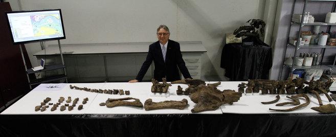 Luis Alcalá, durante la presentación del esqueleto de...