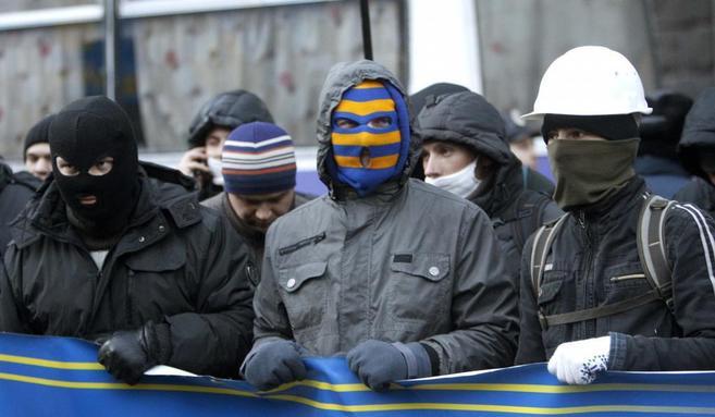 Detractores al presidente Yanukovich bloquean el acceso en el centro...
