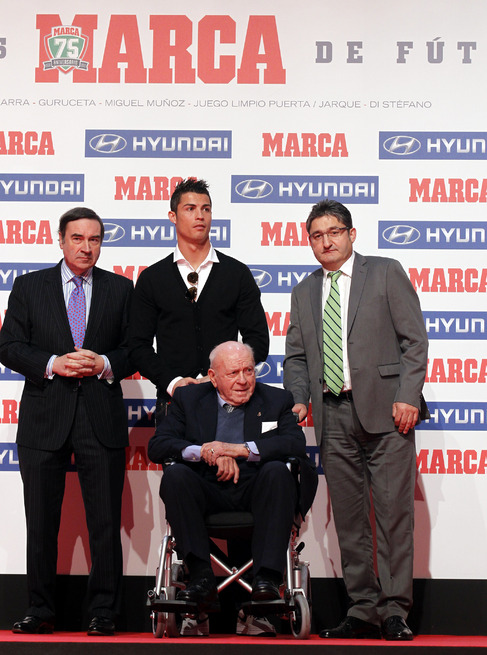 CR7, junto a Pedro J. Ramírez, Óscar Campillo y Alfredo di Stéfano.