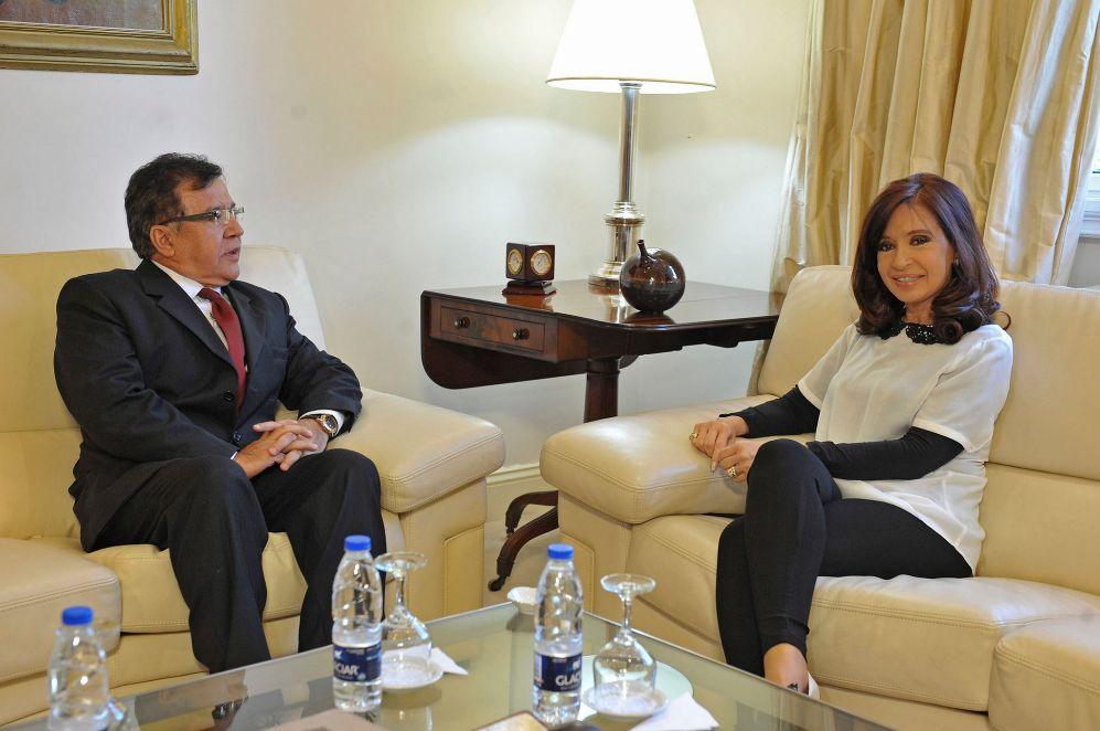 Cristina Fernandez de Kirchner, con el embajador paraguayo