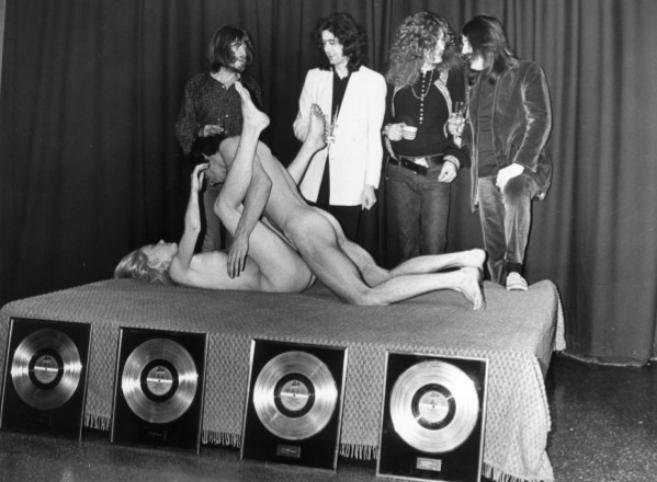 Espectáculo de sexo en vivo en el Chat Noir club de Estocolmo, en...