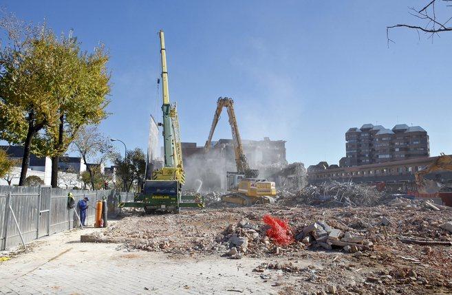 Las máquinas ya han empezado a derribar la Gerencia de Urbanismo para...