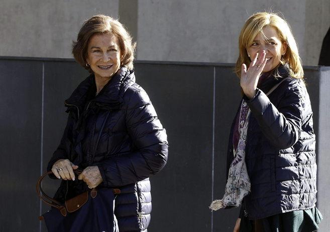 La Reina y la Infanta Cristina, en una reciente visita al Rey en la...