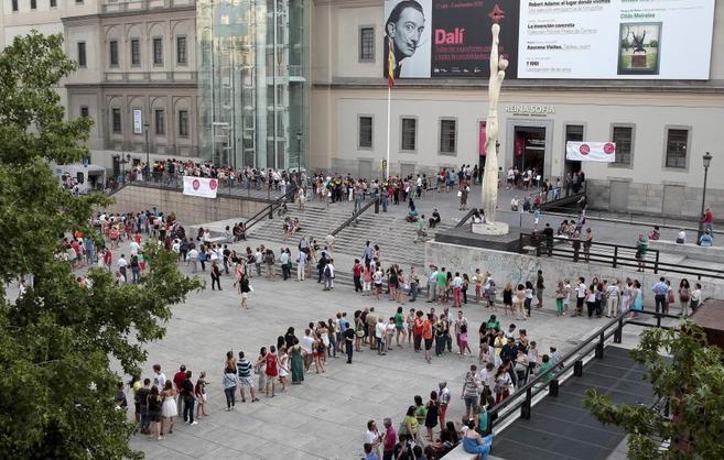e6b1bd75228 El Reina Sofía cierra 2013 con más visitantes y menos dinero público ...