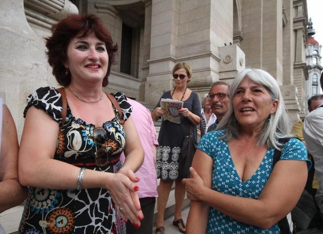 Merçona Puig Antich (a la derecha), en el juzgado en Buenos Aires.