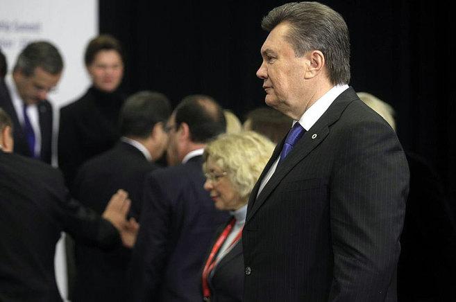 El presidente de Ucrania, Víctor Yanukovich, en la cumbre europea de...