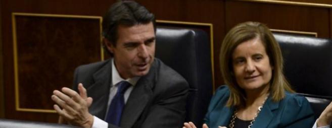 El ministro de Industria, José Manuel Soria, y la de Empleo, Fátima...