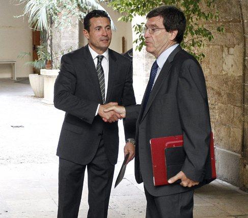 Aurelio Martínez con el presidente del Valencia, Amadeo Salvo.