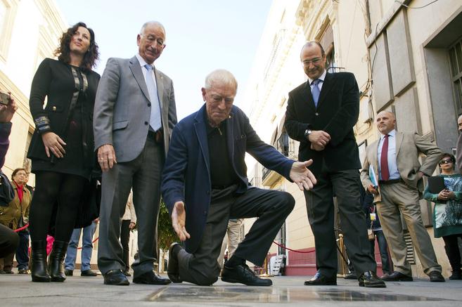 El actor sueco Max Von Sydow descubre su estrella en el paseo de la...