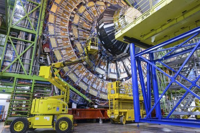 Trabajos de mejora en el detector CMS, uno de los cuatro grandes...