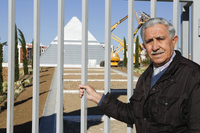 El presidente de la asociación Silencio y Olvido, José Dorado, ante...