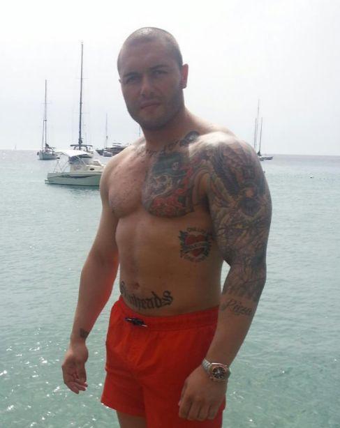 Antonio «El Niño», de 29 años, no oculta su ideología tatuada en...