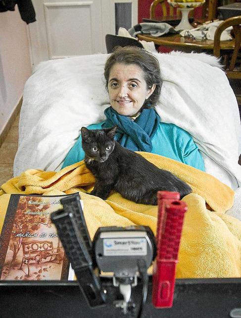 Leo Montero, en su casa de Dénia, donde ha escrito este libro.